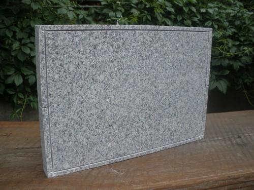 Grilování na kamenné desce